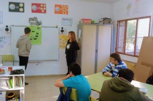 Las familias presentan su barrio en el Colegio Los Álamos